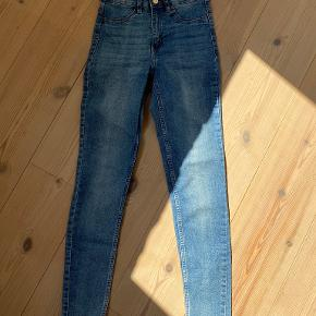 Divided jeans