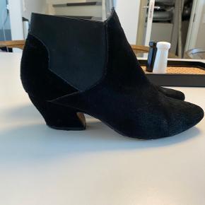 Moss Copenhagen heels