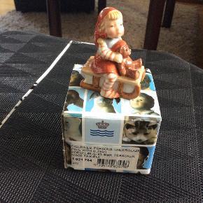 Royal Copenhagen pixie nisse  1 021 764 nisse på kælk  1 sortering i original æske  Handler gerne over mobil pay  Sender + Porto 39 kr gls