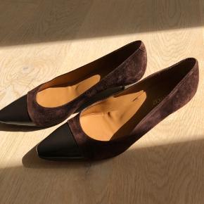 Lækre Franca Venezia sko i ruskind/læder kvalitet med læder indersål.   Kun brugt en enkelt gang til en barnedåb.   Nypris 1.499,-