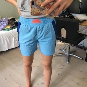 Sælger disse helt nye shorts fra Ellesse, de er i en str S og er bare mega fede! Byd gerne