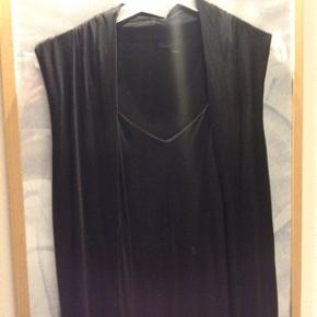 Flot kjole med let drapering str m men stor i str og med stræk