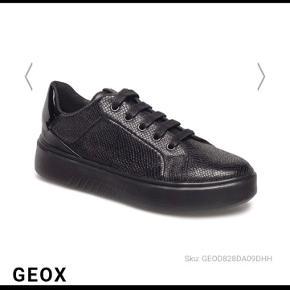 Geox sneakers str. 38 fitter mere en 39 Sælger for kusine  Nypris 999 Sælges billigt
