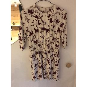 Ganni kjole i super fint print og farver, ingen brugs spor