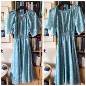 Inwear kjoler . Har haft den en enkelt gang 200kr for pr kjole  Str.36