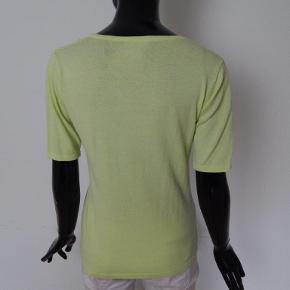 Jensen tynd strikbluse S, gul viskose/poly mix Mål: Bryst 86 cm, lgd 56 cm