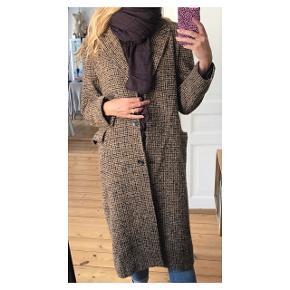 Lækreste varme frakke  Se også mine andre annoncer eller følg mig på Instagram @2nd_love_preowned_fashion
