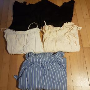 Tøjpakke med 5 overdele  Vil passe fitte en str small  Mærker i pakken som : envii h&m monki  - Velkommen til min shop 🌺 - Flere annoncer kommer løbende 🥀 - Sender gerne med Dao (cirka 37-40 kr) 🌸 - Altid en lille overraskelse med i pakken 🎁 - Bosiddende på Nørrebro (kan også afhentes der 🏵 - følg gerne min profil, da priser bliver sat ned løbende🌼 - Tager ikke retur 🌹 - Mængderabat gives også🌷 - Røgfrit hjem 🚭  - 164 cm høj 🌻  Tags tøj pakke pakker tøjpakker bluse bluser tøj overdel overdele top toppe striber flæser blonde stribe blonder hvide hvid cream beige sort sorte T-shirt shirt t shirts silke bomuld stof mønster bundle bundles of clothes closet mystery box tops lace laces ruffle ruffles off of the shoulder shoulders strop stroppe