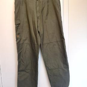 Vintage Fjällräven bukser med forstærkede knæ. Størrelse 52
