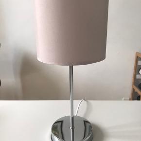 Dekorativ bordlampe inkl. LED pære. H = 37, Dia = 17 cm. Fra ikke-ryger hjem.