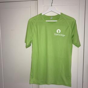 Neon grøn sportstrøje 20 kr pp. eller kan afhentes i Vanløse  Tjek mine andre annoncer ud🛍