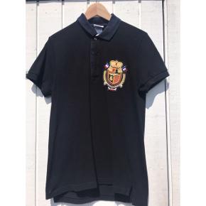 Polo t-shirt fra Lacoste Kan afhentes/mødes i Aalborg C eller sendes mod betaling af porto - prisen er ekslusiv porto. Ved gebyrer over handel gennem Tradono betaler køber gebyr ☺️