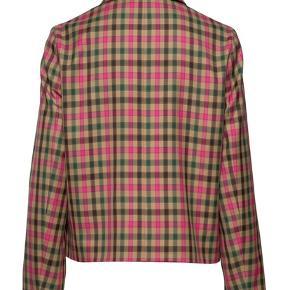 Fineste jakke fra Sand Copenhagen. Aldrig brugt desværre. Alle størrelse 34 udsolgt længe. Lavet af genbrugsplast.  Np var 3000 ca.