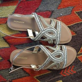 Monsoon sandaler