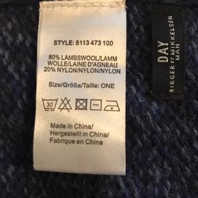 Sælger dette pæne halstørklæde, da jeg ikke får det brugt. Det er brugt en gang.  Størrelsen er 37x180 cm.