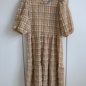 Ellos kjole