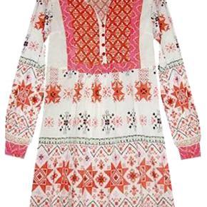 Sød ny kort kjole/tunika fra Jsfn.  Porto 37 kr