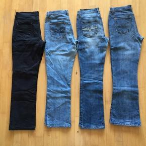 Sælger disse 4 par jeans fra Marc Lauge. Modellen er Maxon - Mid Waist - Regular legs - Regular fit.  Billede 1: alle de jeans jeg sælger. Billede 2 øverst: str. 40, Lenght. 80 cm. Lavet af 98%cotton + 2%spandex Billede 2 nederst: str. 40, lenght 80 cm. Lavet af 98%cotton + 2%spandex Billede 3 øverst: str. 38, lenght 80 cm. Lavet af 81%cotton + 18%polyester + 1%spandex. Billede 3 nederst: str. 40, lenght 80 cm. Lavet af 99%cotton + 1%spandex. Kommer fra et ikke ryger hjem. Afhentes i 2990 Nivå eller sendes mod betaling. Kom med et bud, mindste pris pr par 50kr.