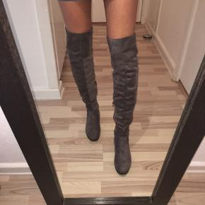 ‼️MOVING OUT FINAL SALE ‼️Closing shop in July 2020  ⭐️Over knee boots  Grey 🌫 Nubuck leather   5cm heel  Str 41 🖤👢  Brugt en gang!    #30dayssellout