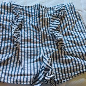 Shorts fra Zara str M Lynlås i siden  Brugt men i fin stand
