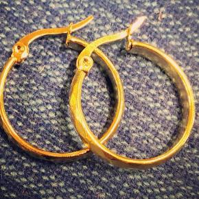 Små 2,5 cm hoops, guldbelagt kirurgisk stål.   Nikkelfri!   #30dayssellout