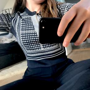 Samsøe & Samsøe trøje i 65% Viskose og 35 % polyamid  Aldrig brugt så fremstår som ny   Passer super godt til et par højtaljede bukser eller nederdel.   super lækker kvalitet   Giv et bud!!💙