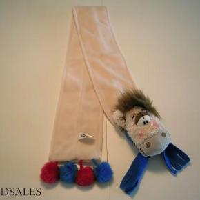 Varetype: halstørklæde Størrelse: Onesize Farve: Beige  Sødt halstørklæde i det blødeste fleece fra Diddl.   Længden er 1 meter og bredden 10 cm.   Helt nyt - blot vasket en enkelt gang.  35,- pp