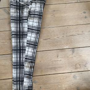 Super fede slim ternet cigarette pants fra Topshop. Stand god men brugt.
