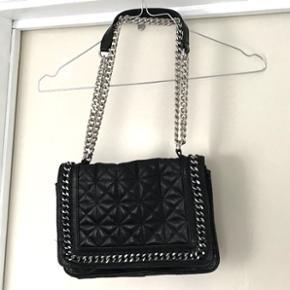 Meget populær taske fra Zara Købt i New York sidste år og stort set ikke brugt