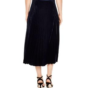 Sandro velvet pleated navy skirt. Size 1. New with price tag.