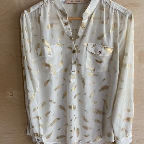 """Rue de femme hvid skjorte med fjer i """"guld""""  Str small Brugt få gange"""