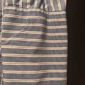 Mola skjorte  Længde 76cm ærmegab til ærmegab 50cm  Køber betaler fragt og TS  BYTTER IKKE