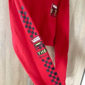 Vans cropped hoodie med fed detail på ærmet  Str S