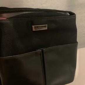 Super lækker inwear taske i ægte læder. Fejler intet