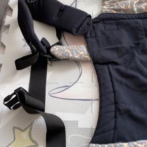 Yaro flex bæresele. Købt i juni måned, brugt 2 gange. Helt ny, ingen tegn på brug.  Normalpris: 1260 kr.