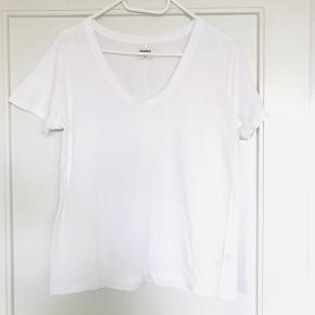 Basis V-T shirt  Str. Small   Fin stand, og er ikke brugt det sidste år
