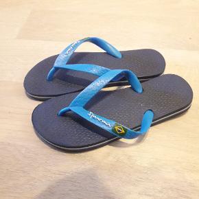 Sandaler/clipklappee. Kun brugt enkelt dag. Som nye.
