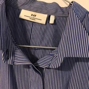 Skjorte med korte ærmer, som ny :)