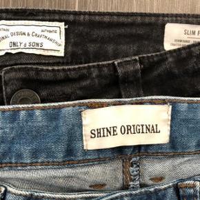 * 4 par blandede jeans 😀  * lyseblå jeans Shine original str 31/34 livvidden : 2 x 42 cm 🌸  * lyseblå Jack & Jones str 31/34  livvidden  2x 42 cm  * sorte Zara Men str 40 livvidden: 2x 40 cm 🌸 de har lynlås nederst ved anklen  * Only & Sons str 30/32 livvidden: 2x 40 cm 😀 Alle 4 for 250