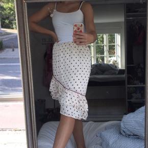 Sælger min elskede nederdel fra Second female, da jeg ikke går i den længere.  I er velkomne til at skrive til mig😃