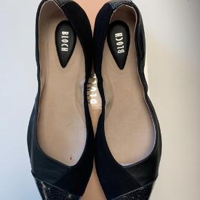 Lækre Ballerinasko m spids..  lækre bløde i blødt skind og læderbund..  Dine fødder vil elske dem ❤️ Bytter ikke ...