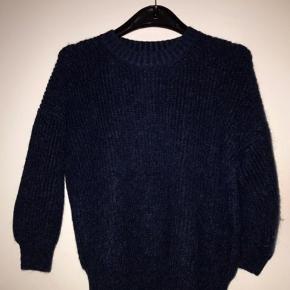 Blødeste og lækreste bluse - sweater fra Phillip Lim.  Mærket som XS Passer også en S og lille M Farve: Midnight Blue Mørkeblå Nypris 2800kr