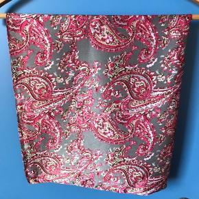 Fint tørklæde 100% polyester -  Mål 70 x 70 cm   #30dayssellout