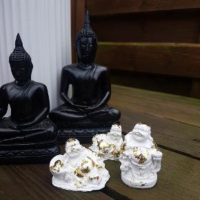 Små hjemmelavede buddhaer. Kan laves i alle farver. Pris pr stk 20kr eller 3 forskellige for 50kr. Måler fra 3,5cm til 5cm . Små søde skjulere til fx sukkulenter eller øreringe osv. Måler 7cm Ø. Pris pr stk 25 eller 3 for 60