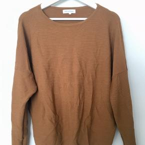 Rustfarvet/brunorange bluse fra Moss Copenhagen i str. small.  Top, bluse, overdel, tshirt, sweater, rust, brun, orange  SE MINE ANDRE ANNONCER  #30dayssellout