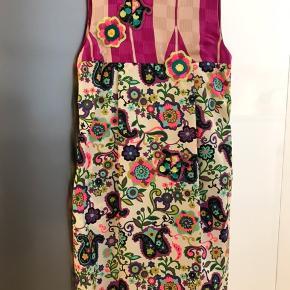 """By Malene Birger kjole, style: Fjola  - en af """"By Malene Birger's Darlings""""  Smukkeste kjole i 100% silke.  Nyrenset. Kun brugt en enkelt aften - som ny - se billeder."""