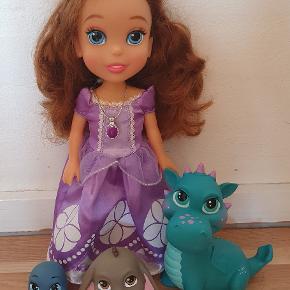 Prinsesse Sofia med vennerne. Ca 33 cm høj. Sød og flot dukke i rigtig fin stand.