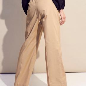 Envii enpalerme bukser i beige farve  Rigtig fede bukser men har aldrig fået dem brugt.