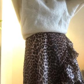 Nué notes sweater i hvid/creme  (Tryk på billederne for at se mere) Str.s Np 1200kr Byd!