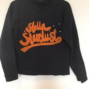Lækker sweatshirt med print forrest. Brugt få gange.